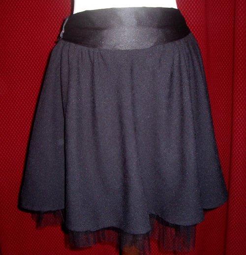 Sukně černá se satenovym paskem .