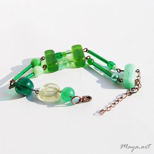 Zelený asymetrický náramek