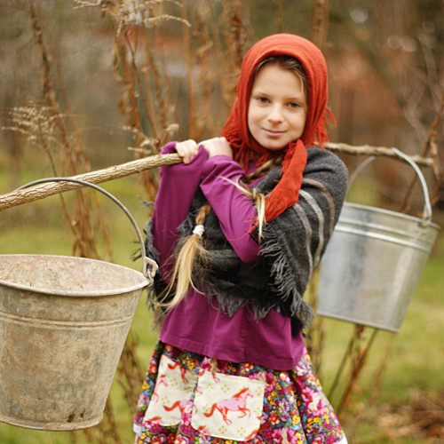 Jdu zalévat pařez...točící sukýnka vel. 6-9 let