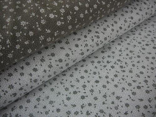 metráž- tmevě šedé kytičky na bílém - šíře160cm