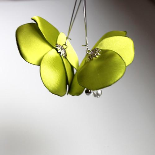 Náušnice: Trávově zelené květy