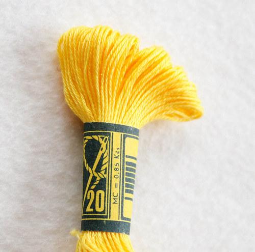 Vyšívací příze žlutá