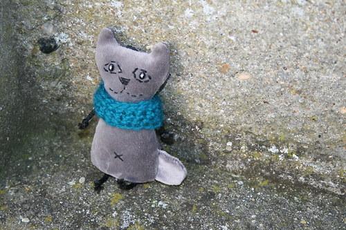 Kočička sametová s nákrčníkem