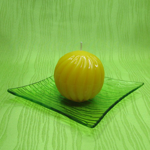 Svíčka dekorativní spirálová koule žlutá - hrozen
