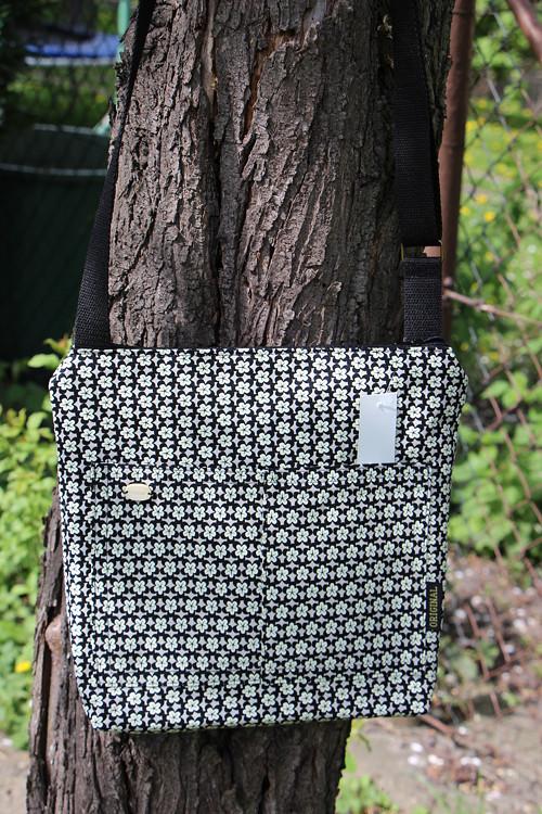 Dívčí kabelka černé květy