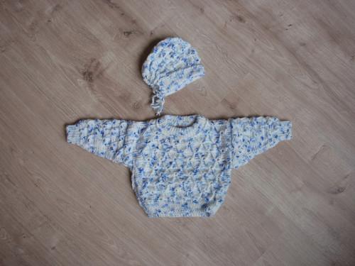 Pletený svetřík s čepičkou