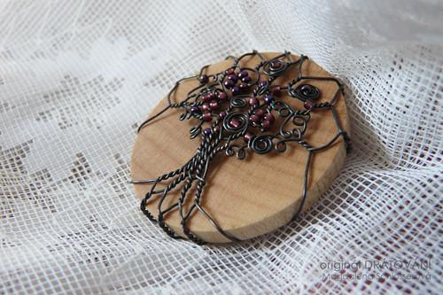 Brož fialový strom II.