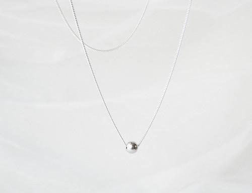 Stříbrný náhrdelník se stříbrnou kuličkou