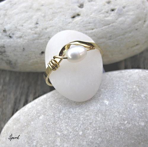 Prsten žluté zlato - perla