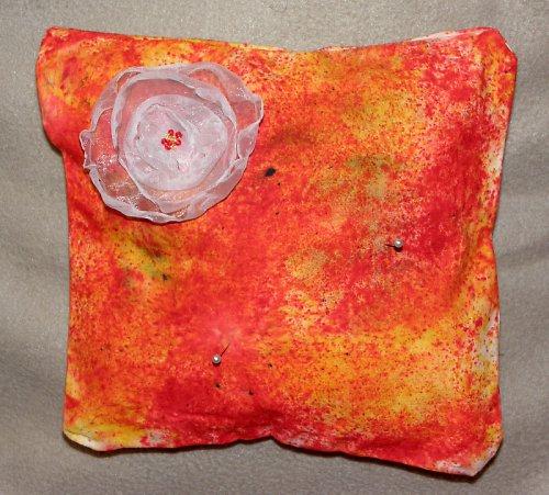 Polštářek pod prstýnky - batika + organzová kytí