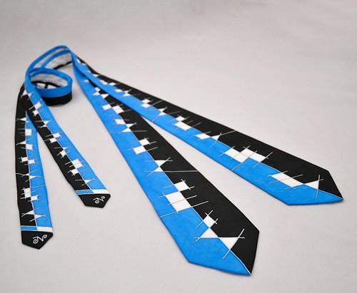 Modro-černá hedvábná kravata s čárami