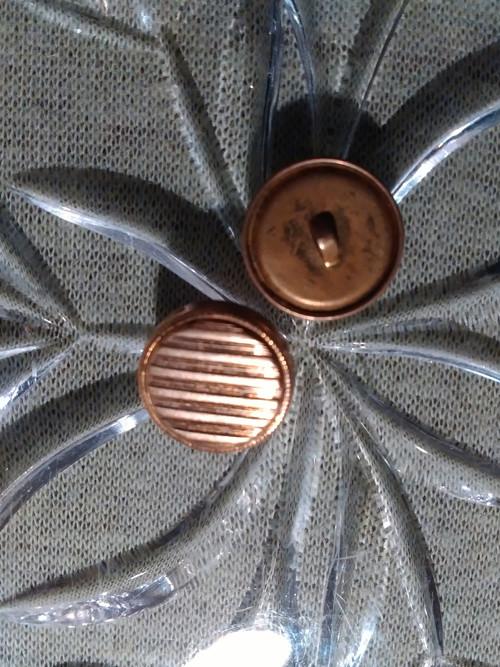 Staré kovové knoflíky