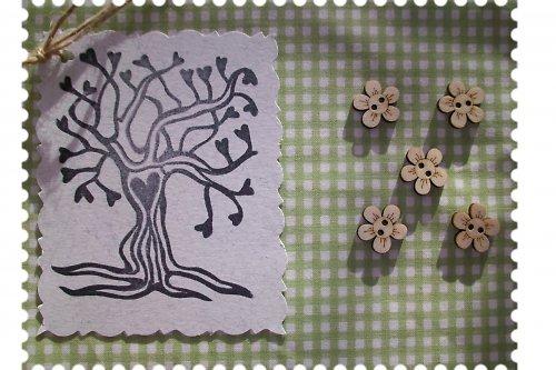 Dřevěný knoflíček - kytička