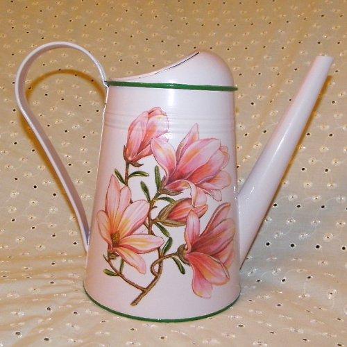 Konvička s magnolií v růžovém