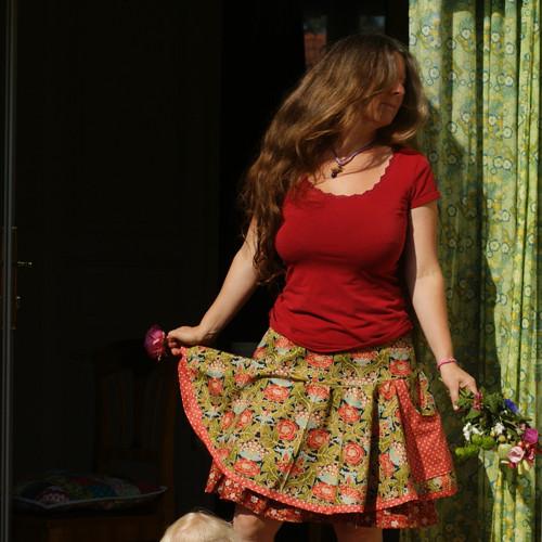 Krásná morrisovka ...dámská kolová sukně M