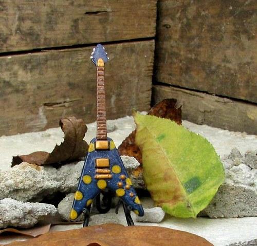 Kytara Gibson Flying-puntík