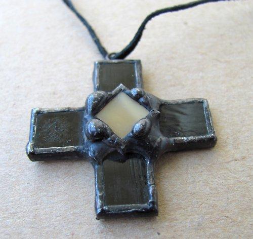 Přívěsek Kříž černý