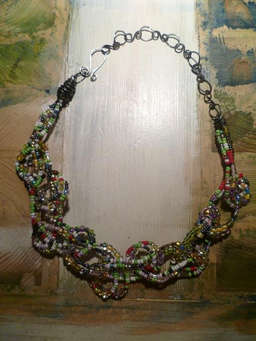 náhrdelník Plný korálků