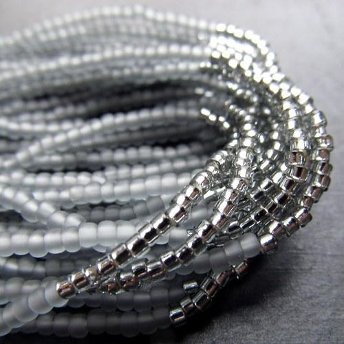 Náramek korálkovkáč šedý