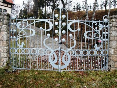 secesní brána