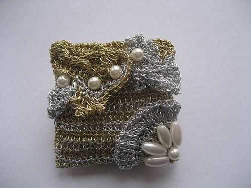 Romantická - háčkovaná brož s perličkama