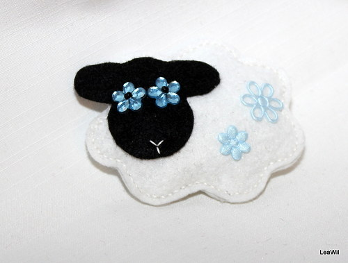 Ovečka modroočka - brožka filc