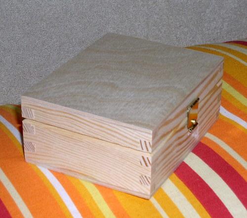 Krabička se zapínáním DL674