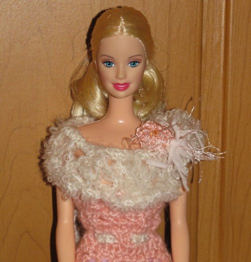 Šaty na Barbie