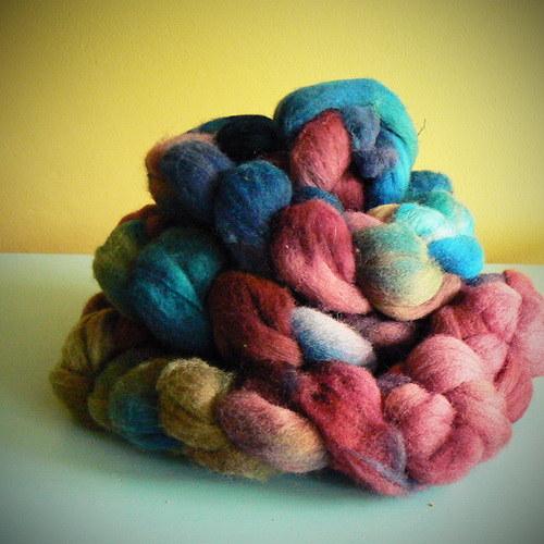 woolen ornaments - česanec k předení