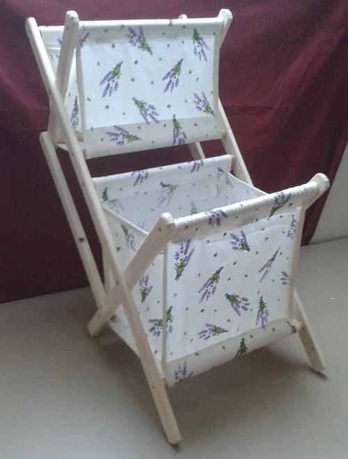 Skládací dřevěný patrový košík na šicí potřeby