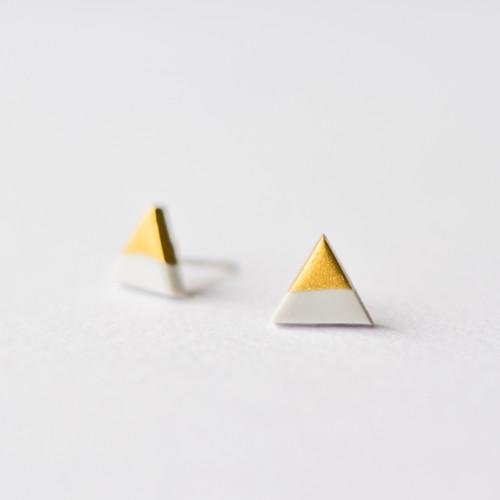 Šedo-zlaté geometrické trojúhelníkové náušnice