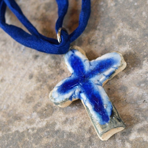 Křížek na krk- modrý