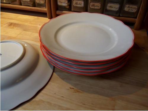 Nádherný jemný porculán - mělký talíř