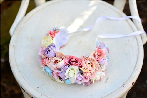 Bohatá svatební čelenka z květin