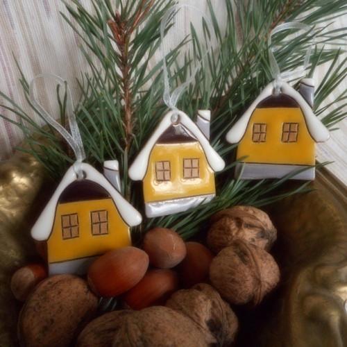 Vánoční ozdoba-žlutá chaloupka