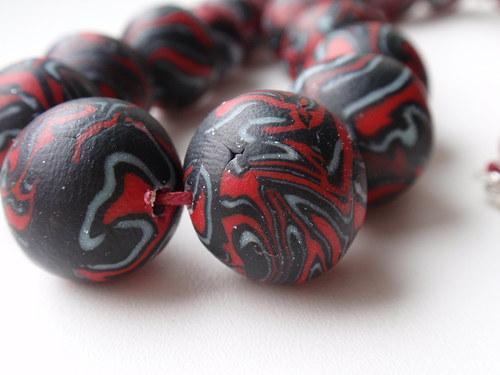 Červeno černý mozek korálky