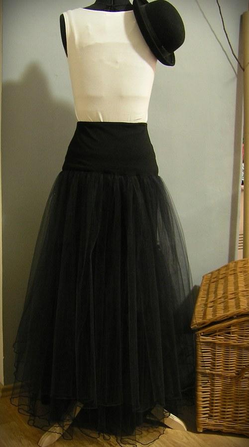 Dlouhá tylová sukně pod pouzdrové šaty...na přání