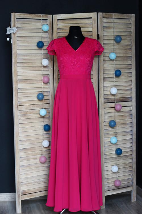 Společenské šaty z krajky s polokruhovou sukní růz