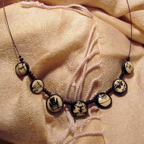 Keramický náhrdelník - prádlo na šňůře