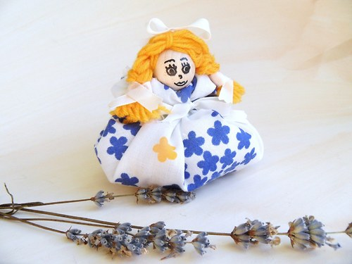 Panenka Anika  levandulová