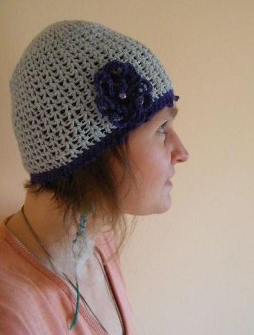 Světle modrá čapka s kytičkou