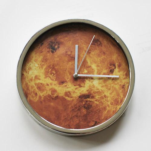 VENUŠE nástěnné hodiny