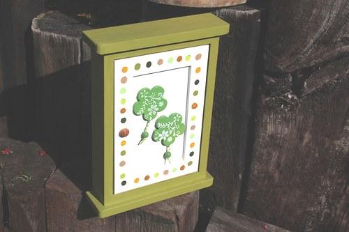 Dřevěná skříňka na klíče PUNTÍKY