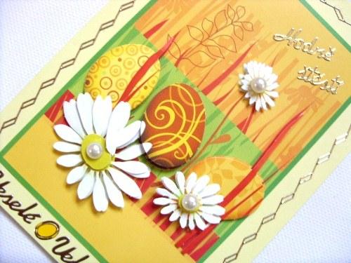 Blahopřání velikonoční les plný vajíček a kopretin