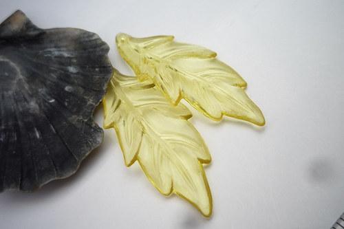 žluté akrylové listy   2ks