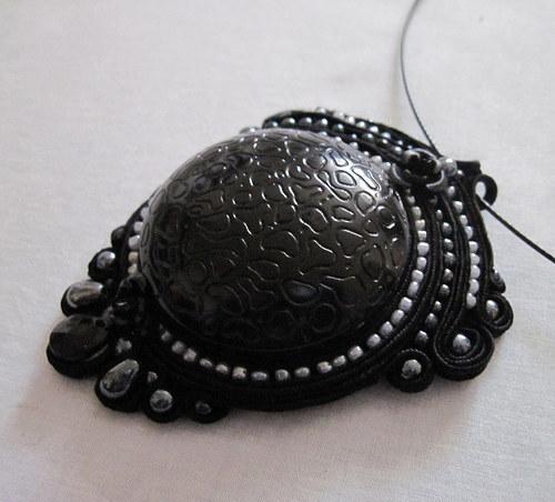 Černý sutaškový náhrdelník