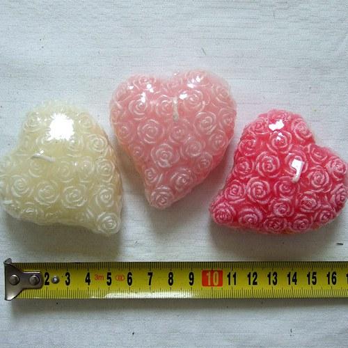 Svíčka - srdce z růžiček bílé
