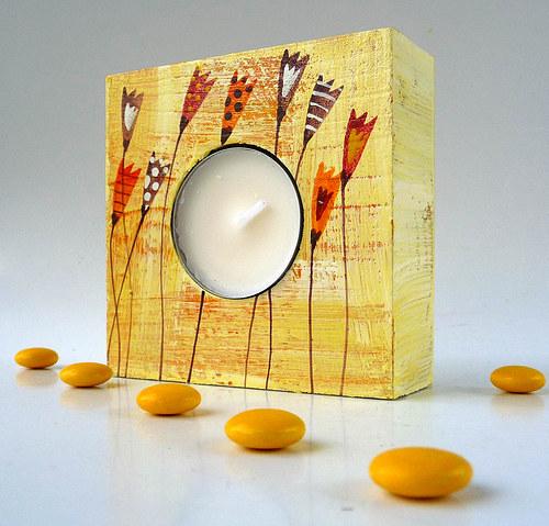 dřevěný svícínek - žlutý s tulipány