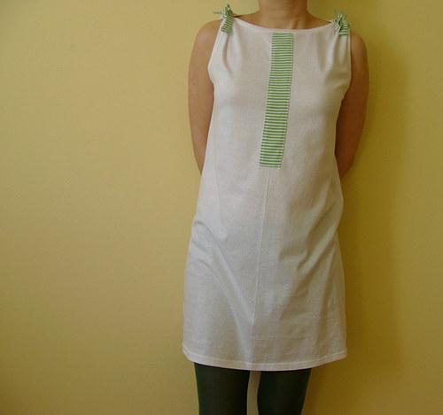 Bíle šaty