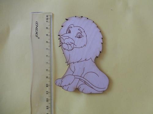 Lev - dřevěný výřez